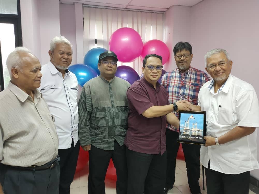 UMTJ visits to Dunia Lebah Sdn Bhd